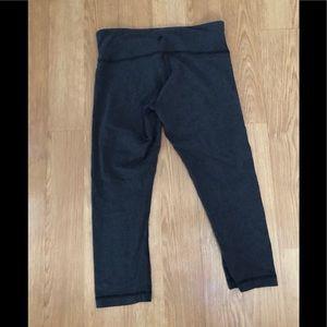 LULULEMON Capri leggings in gray 8